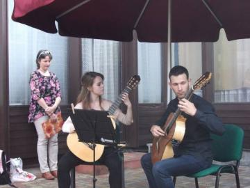 terasznyito-gitarkoncert07.jpg
