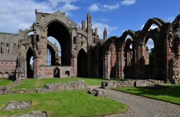 05_melrose_abbey.jpg