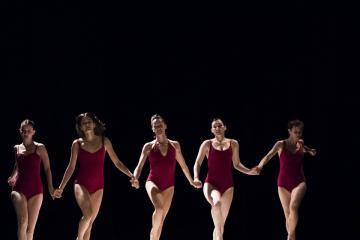 Az izraeli Roy Assaf Dance Company társulat Girls című előadása (Mónus Márton fotója)