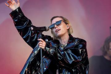 Az elektronikus zene elegyét játszó svéd Lykke Li énekesnő koncertje (Mohai Balázs fotója)
