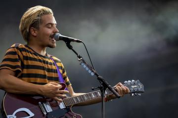 Clemens Rehbein énekes, gitáros a német Milky Chance együttes koncertjén (Mónus Márton fotója)