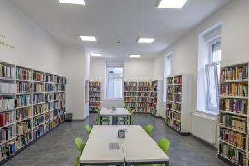 Megújult Kisfaludy Könyvtár első emelet 42
