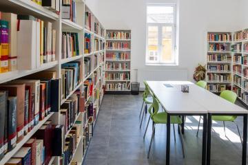 Megújult Kisfaludy Könyvtár első emelet 38