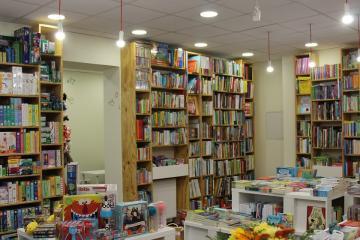 Pozsonyi Pagony könyvesbolt Győrben 02