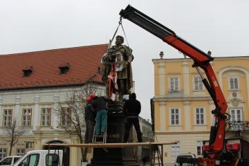 Kisfaludy-szobor 19
