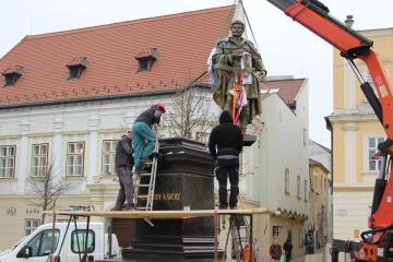 Kisfaludy-szobor 12