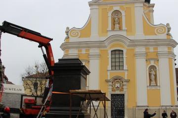 Kisfaludy-szobor 09