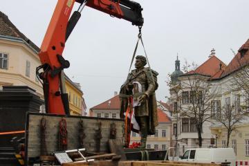 Kisfaludy-szobor 04