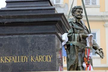 Kisfaludy-szobor 07
