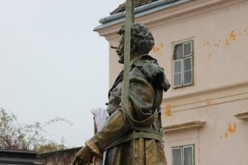 Kisfaludy-szobor 02
