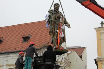 Kisfaludy-szobor 13