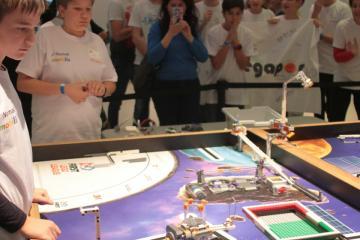 Nemak – Mobilis robotverseny 04
