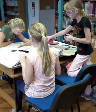 Játékos könyvtári délután 06