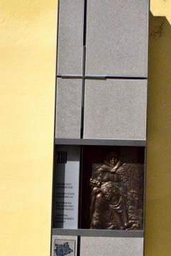 Lipovics János: Jézus holttestét anyja ölébe teszik (kisplasztika)