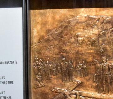 Kis Péter: Jézus harmadszor is elesik (kisplasztika)