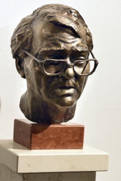 08 Szabó Gyula szobra