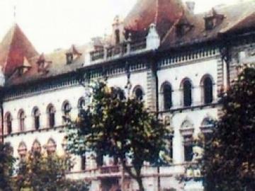 A győri királyi ítélőtábla épületének története a győri sajtó alapján