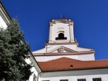 Csonka torony a város fölött – Séta a püspöki palotában