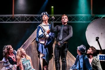 Magyarock Dalszínház: A padlás 33